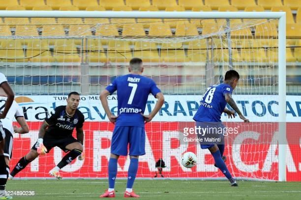 Erick Pulgar of ACF Fiorentina scores the opening goal during the Serie A match between Parma Calcio and ACF Fiorentina at Stadio Ennio Tardini on...