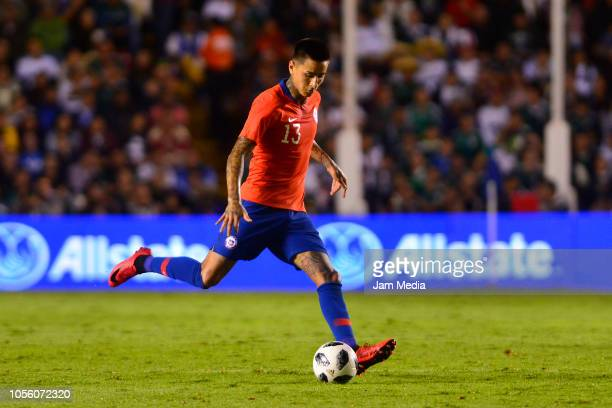 Erick Pulgar of Chile controls the ball during the international friendly match between Mexico and Chile at La Corregidora Stadium on October 16 2018...