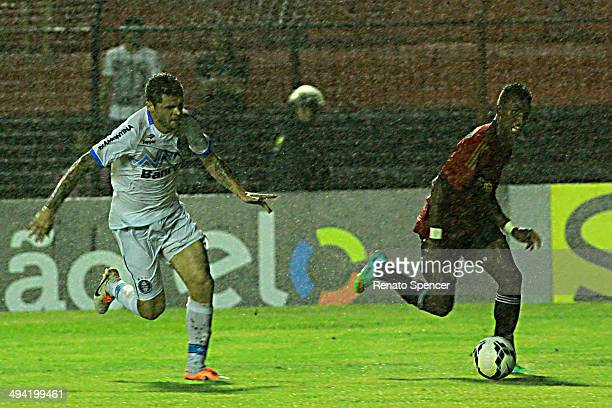 Erico Jr of Sport Recife competes for the ball during the Brasileirao Series A 2014 match between Sport Recife and Gremio at Ilha do Retiro Stadium...