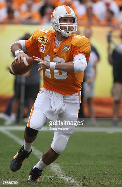 Erik Ainge of the Tennessee Volunteers looks upfield to pass against the Wisconsin Badgers during the Outback Bowl at Raymond James Stadium on...