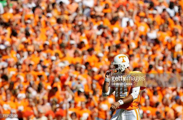Erik Ainge of the Tennessee Volunteers walks down the field against the Georgia Bulldogs during their game at Neyland Stadium on October 6, 2007 in...