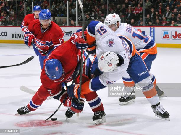 Erik Cole of the Montreal Canadiens faces off with Frans Nielsen of the New York Islanders during the NHL game on March 17 2012 at the Bell Centre in...