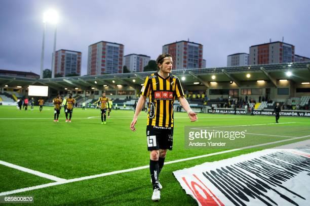 Erik Friberg of BK Hacken talks to fans after his team's defeat in the Allsvenskan match between BK Hacken and Ostersunds FK at Bravida Arena on May...