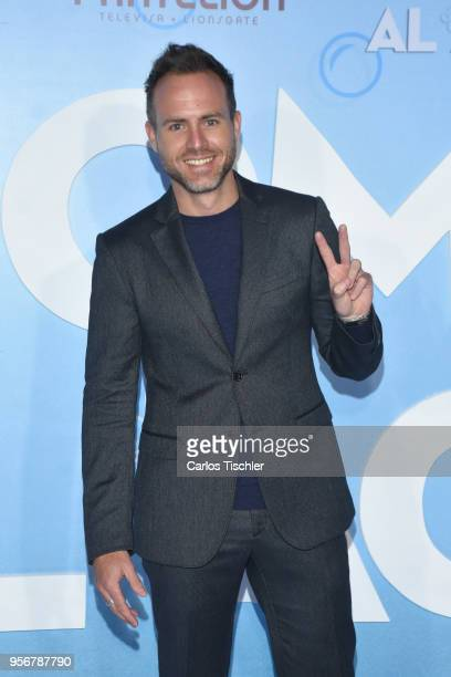 Erik Hayser poses for pictures during the 'Overboard ' Mexico City premiere at Cinemex Antara on May 8 2018 in Mexico City Mexico