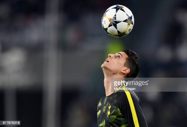 Erik Lamela of Tottenham Hotspur warms up prior to the UEFA Champions League Round of 16 First Leg match between Juventus and Tottenham Hotspur at...