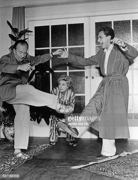 Erik Ode Schauspieler Regisseur D bei Probenarbeiten mit Harald Juhnke und Gardy Granass 1956