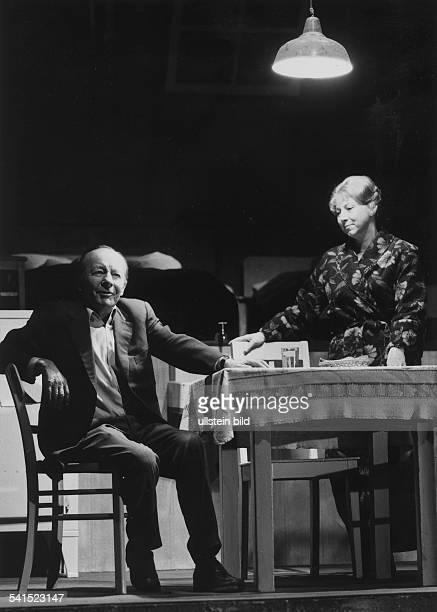 Erik Ode*Schauspieler Regisseur Dals Willy Loman in 'Tod eines Handlungsreisenden' von Arthur Miller mit Marianne Schubart Bühnen der Hansestadt...