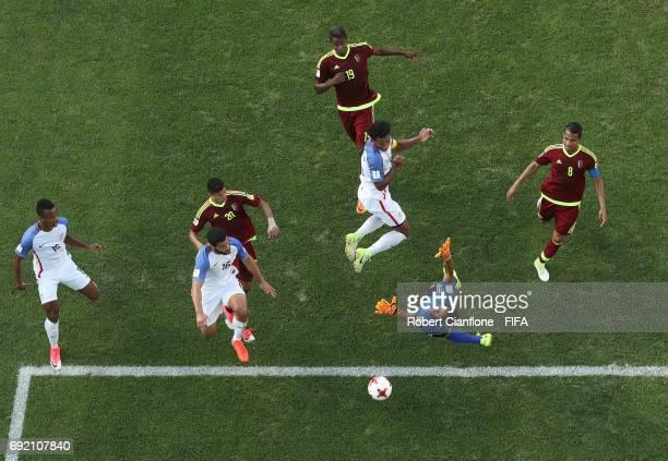 Erik Palmer-Brown of the USA heads the ball wide of goal during the FIFA U-20 World Cup Korea Republic 2017 Quarter Final match between Venezuela and...
