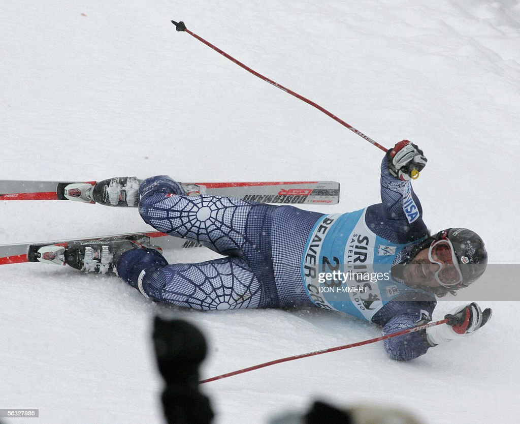 Erik Schlopy of the US celebrates with the crowd after finishing fourth in the World Cup men's Giant Slalom 03 December, 2005 on the Birds of Prey course in Beaver Creek, Colorado. Schlopy finished fourth with a time of 2:35.80. AFP PHOTO/Don EMMERT
