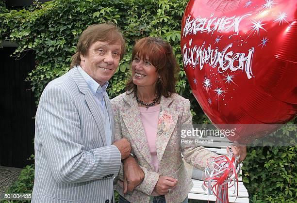 Erik Silvester Ehefrau Marlene Köln Deutschland PNr 1084/2005 Homestory Luftballon mit Aufschrift Herzlichen Glückwunsch Sänger Komponist Produzent...