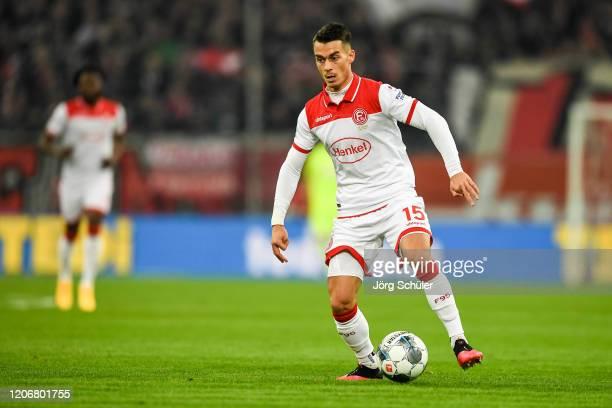 Erik Thommy of Duesseldorf controls the ball during the Bundesliga match between Fortuna Duesseldorf and Borussia Moenchengladbach at Merkur...