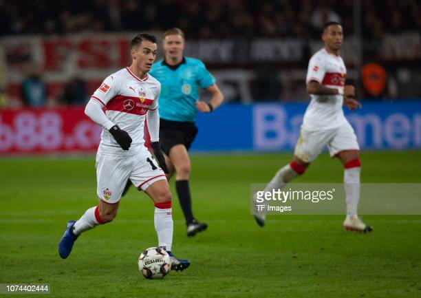 Erik Thommy of VfB Stuttgart controls the ball during the Bundesliga match between Bayer 04 Leverkusen and VfB Stuttgart at BayArena on November 23...
