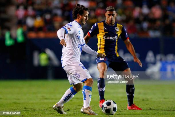 Erik Vera of Queretaro competes for the ball with German Berterame of Atletico San Luis during the second-round match of the Torneo Grita Mexico A21...