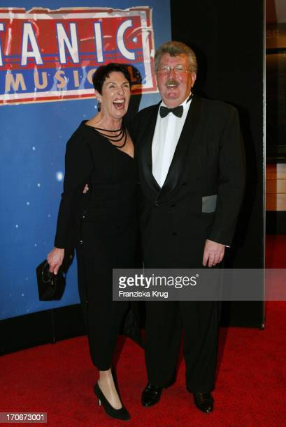 Erika Berger Ehemann Hans Mahkorn Bei Der Titanic Premiere In Hamburg
