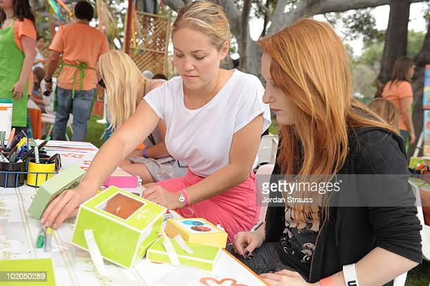 Erika Christensen participates at the Oopsy daisy Art Booth at Elisabeth Glaser Pediatric Aids Carnival at Wadsworth Theater on June 13, 2010 in Los...