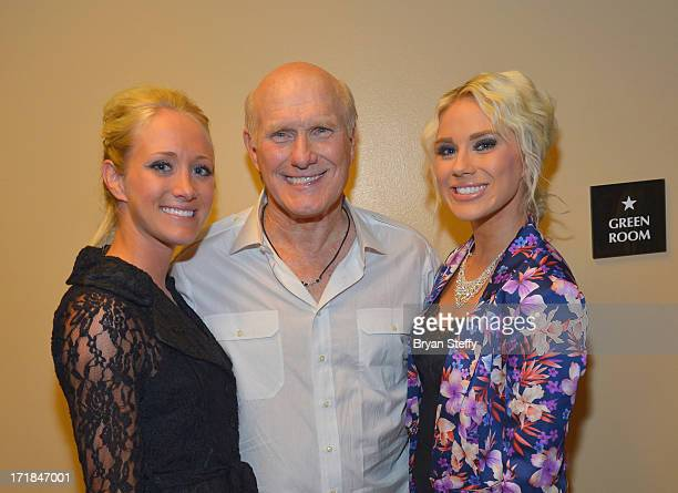 Erin Bradshaw television personality and former National Football League player Terry Bradshaw and recording artist Rachel Bradshaw appear backstage...