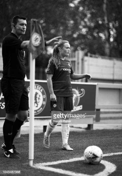 Erin Cuthbert of Chelsea Women prepares to take a corner kick during the FA WSL match between Chelsea Women and Brighton Hove and Albion Women at The...
