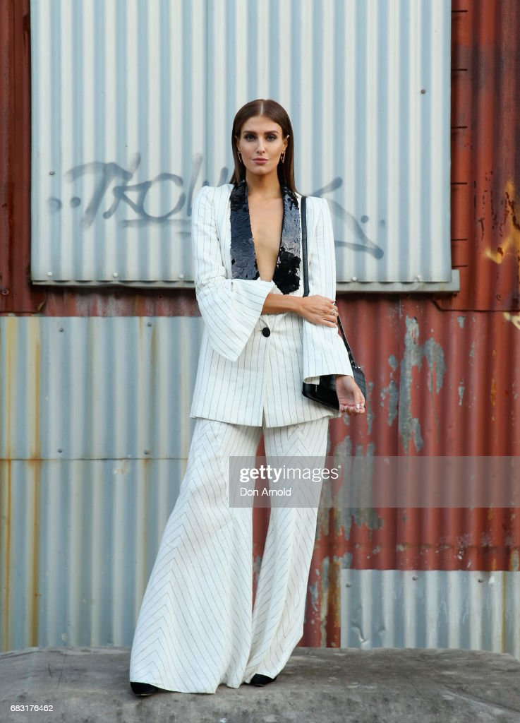 Street Style - Mercedes-Benz Fashion Week Australia 2017 : News Photo
