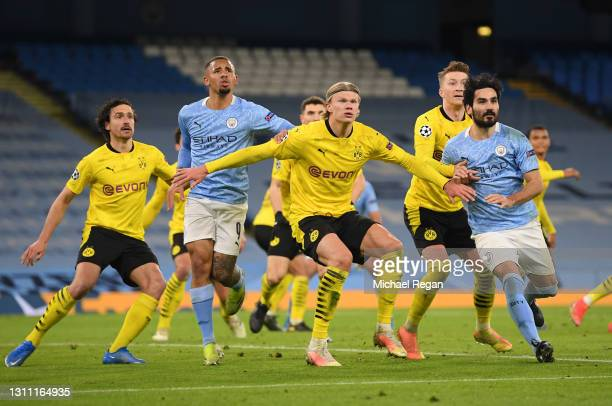 Erling Haaland of Borussia Dortmund battles with Gabriel Jesus and Ilkay Guendogan of Manchester City as they wait for the ball during the UEFA...