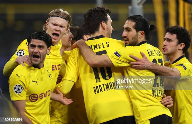 Erling Haaland of Borussia Dortmund celebrates with Mahmoud Dahoud, Mats Hummels, Emre Can and Mateu Morey after scoring their side's first goal...