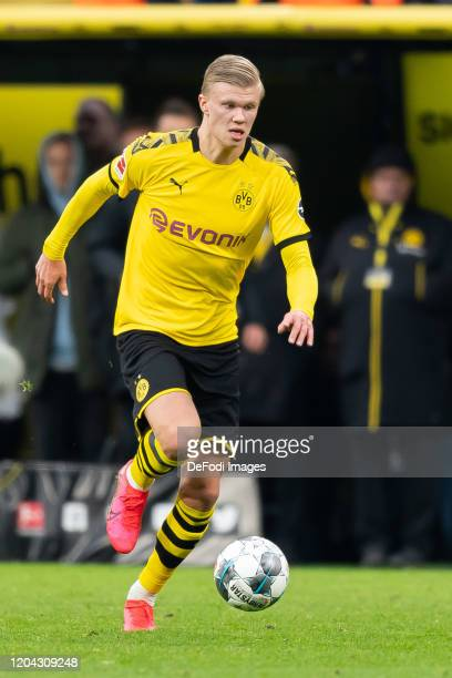 Erling Haaland of Borussia Dortmund controls the ball during the Bundesliga match between Borussia Dortmund and Sport-Club Freiburg at Signal Iduna...