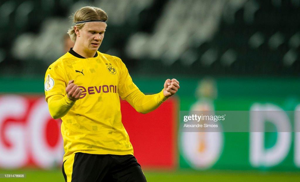 Borussia Mönchengladbach v Borussia Dortmund - DFB Cup: Quarter Final : News Photo