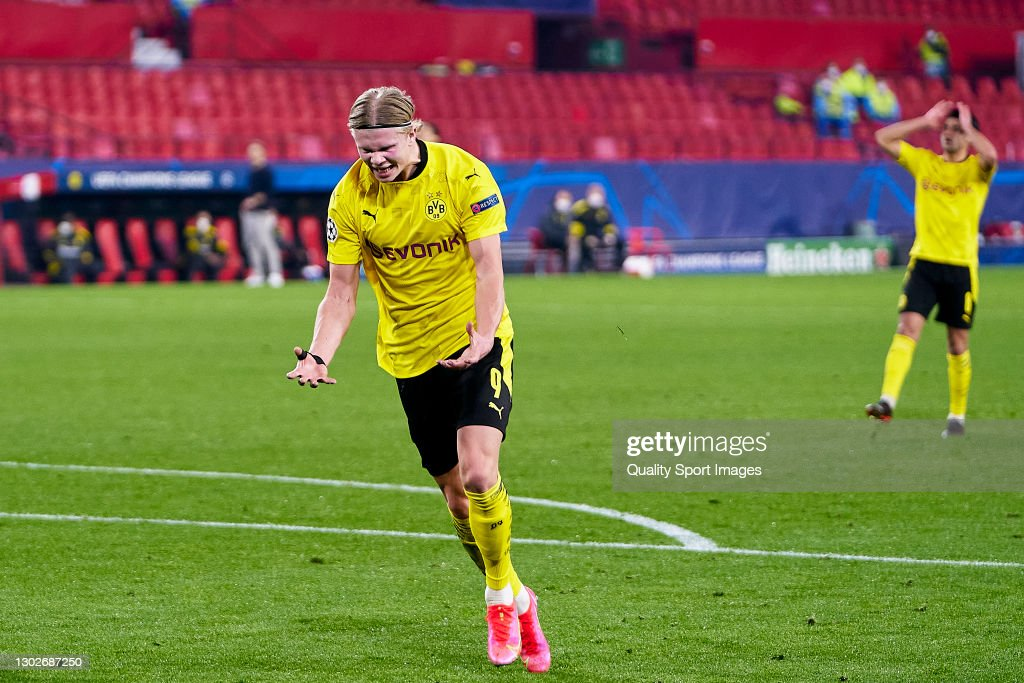 Sevilla FC v Borussia Dortmund  - UEFA Champions League Round Of 16 Leg One : News Photo