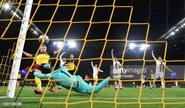 Erling Haaland of Borussia Dortmund scores his team's first goal past Keylor Navas of Paris SaintGermain during the UEFA Champions League round of 16...
