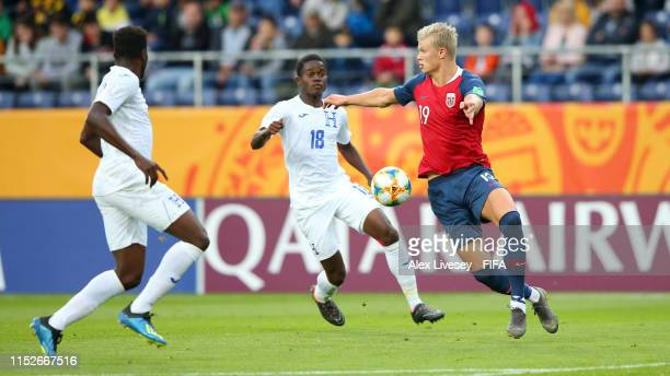 Erling Haland of Norway controls the ball under pressure from Jonathan Nunez of Honduras during the 2019 FIFA U20 World Cup group C match between...