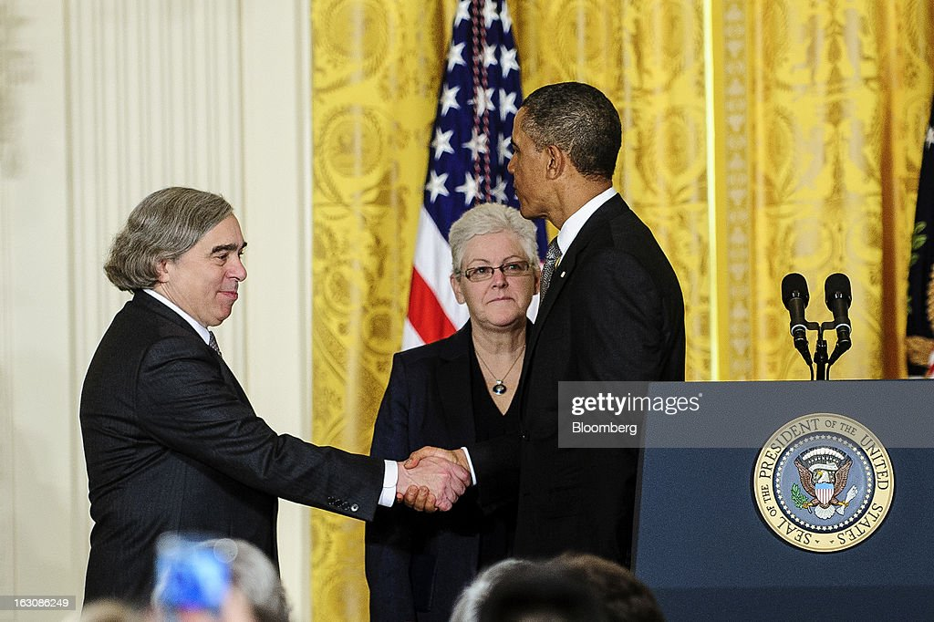 Ernest Moniz, left, shakes hands with U.S. President Barack Obama as Gina McCarthy, center, looks on in the East Room of the White House in in Washington, D.C., U.S., on Monday, March 4, 2013. Obama announced three cabinet-level nominations, choosing Sylvia Mathews Burwell of the Wal-Mart Foundation as director of the Office of Management and Budget, scientist Mona as head of the Energy Department, and McCarthy to lead the Environmental Protection Agency (EPA), where she's been an assistant administrator. Photographer: Pete Marovich/Bloomberg via Getty Images