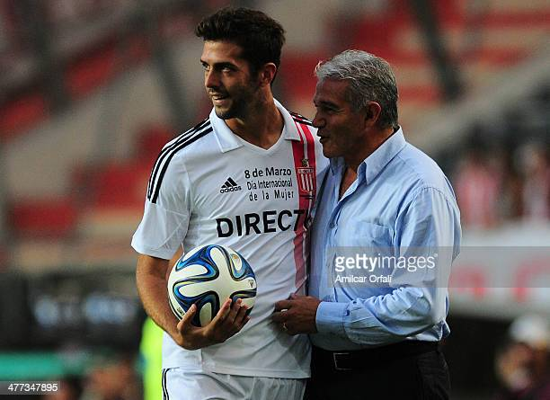 Ernesto Goñi of Estudiantes and Jorge Burruchaga of Rafaela joke during a match between Estudiantes and Atletico Rafaela as part of round 7 of Torneo...