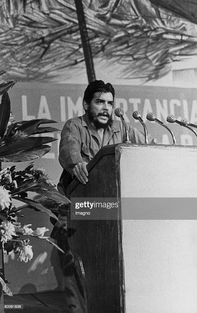 Ernesto Rafael Guevara de la Serna also known as Che Guevara giving a speech, Photograph, August 1964 (Photo by Imagno/Getty Images) [Ernesto Rafael Guevara de la Serna genannt Che Guevara h?lt eine Rede, Photographie, August 1964]