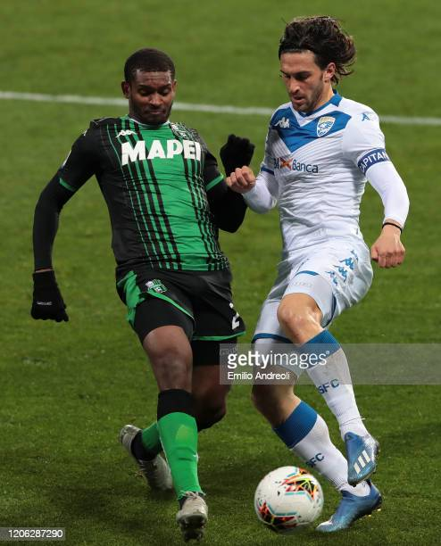 Ernesto Torregrossa of Brescia Calcio is challenged by Marlon of US Sassuolo during the Serie A match between US Sassuolo and Brescia Calcio at Mapei...