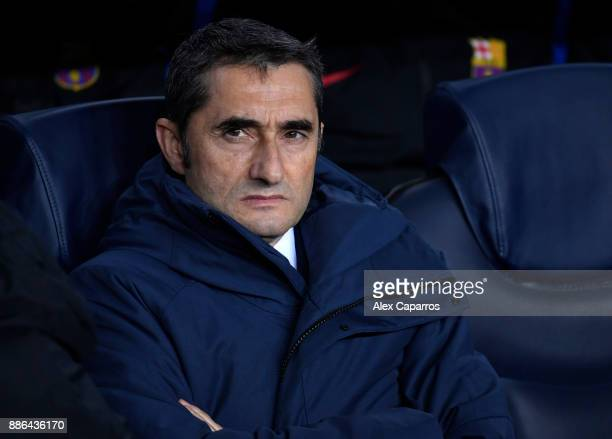 Ernesto Valverde coach of Barcelona during the UEFA Champions League group D match between FC Barcelona and Sporting CP at Camp Nou on December 5...