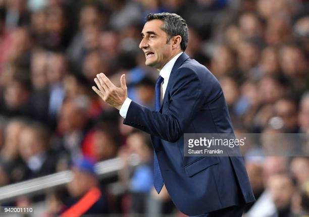 Ernesto Valverde coach of Barcelona gives his team instructions during the UEFA Champions League Quarter Final Leg One match between FC Barcelona and...