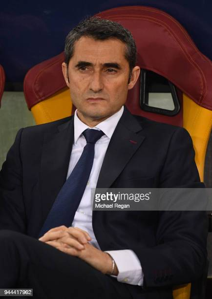 Ernesto Valverde coach of Barcelona looks on during the UEFA Champions League Quarter Final Second Leg match between AS Roma and FC Barcelona at...