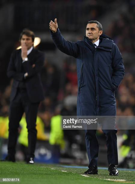 Ernesto Valverde coach of Barcelona signals during the UEFA Champions League Round of 16 Second Leg match FC Barcelona and Chelsea FC at Camp Nou on...