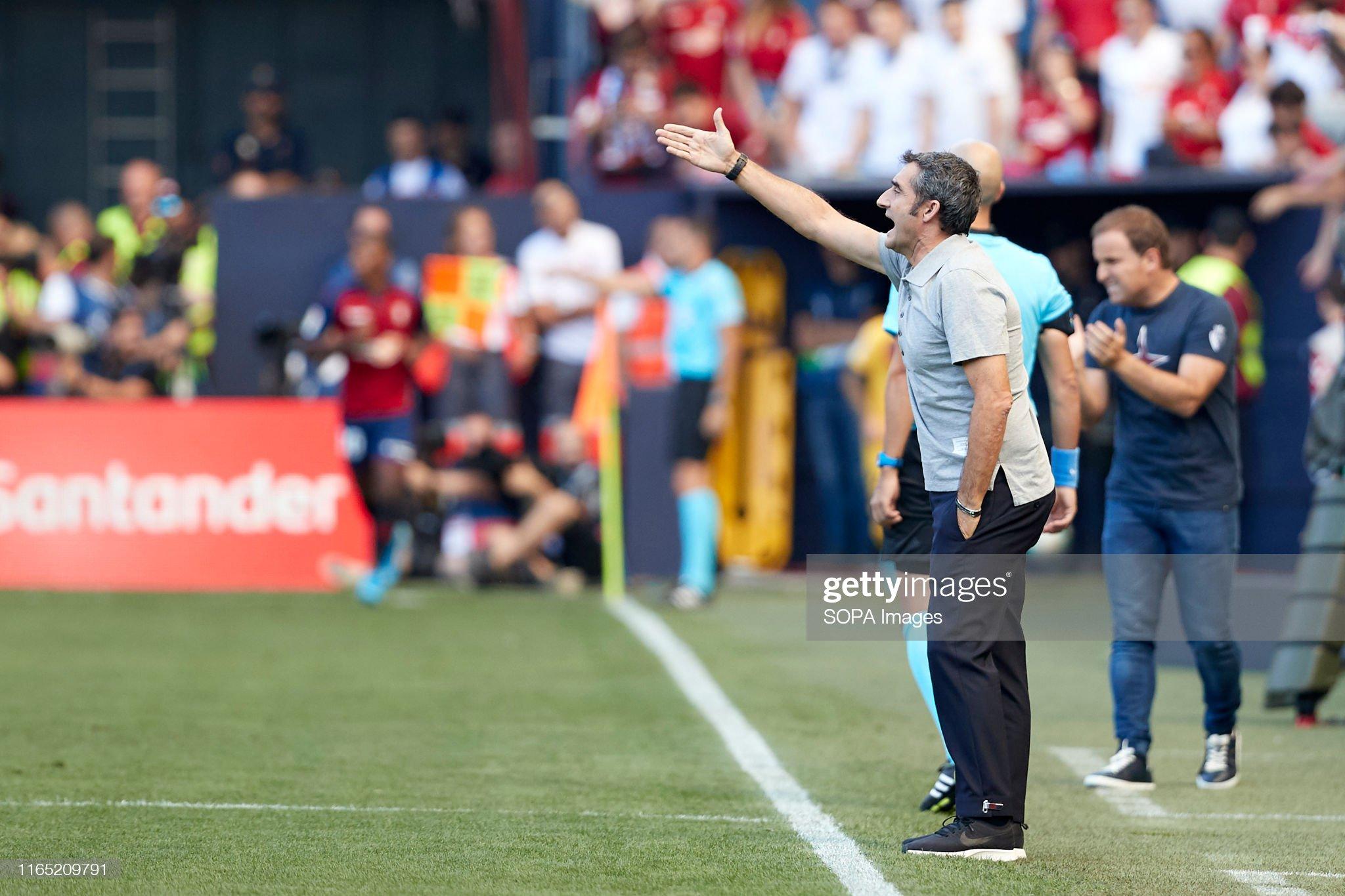 صور مباراة : أوساسونا - برشلونة 2-2 ( 31-08-2019 )  Ernesto-valverde-in-action-during-the-spanish-la-liga-santander-match-picture-id1165209791?s=2048x2048