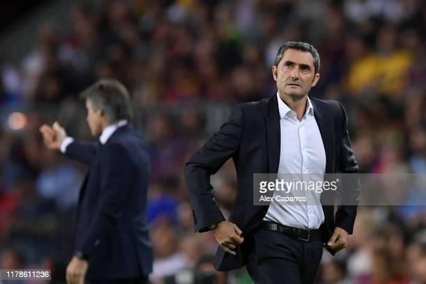 Ernesto Valverde manager of Barcelona during the UEFA Champions League group F match between FC Barcelona and FC Internazionale at Camp Nou on...