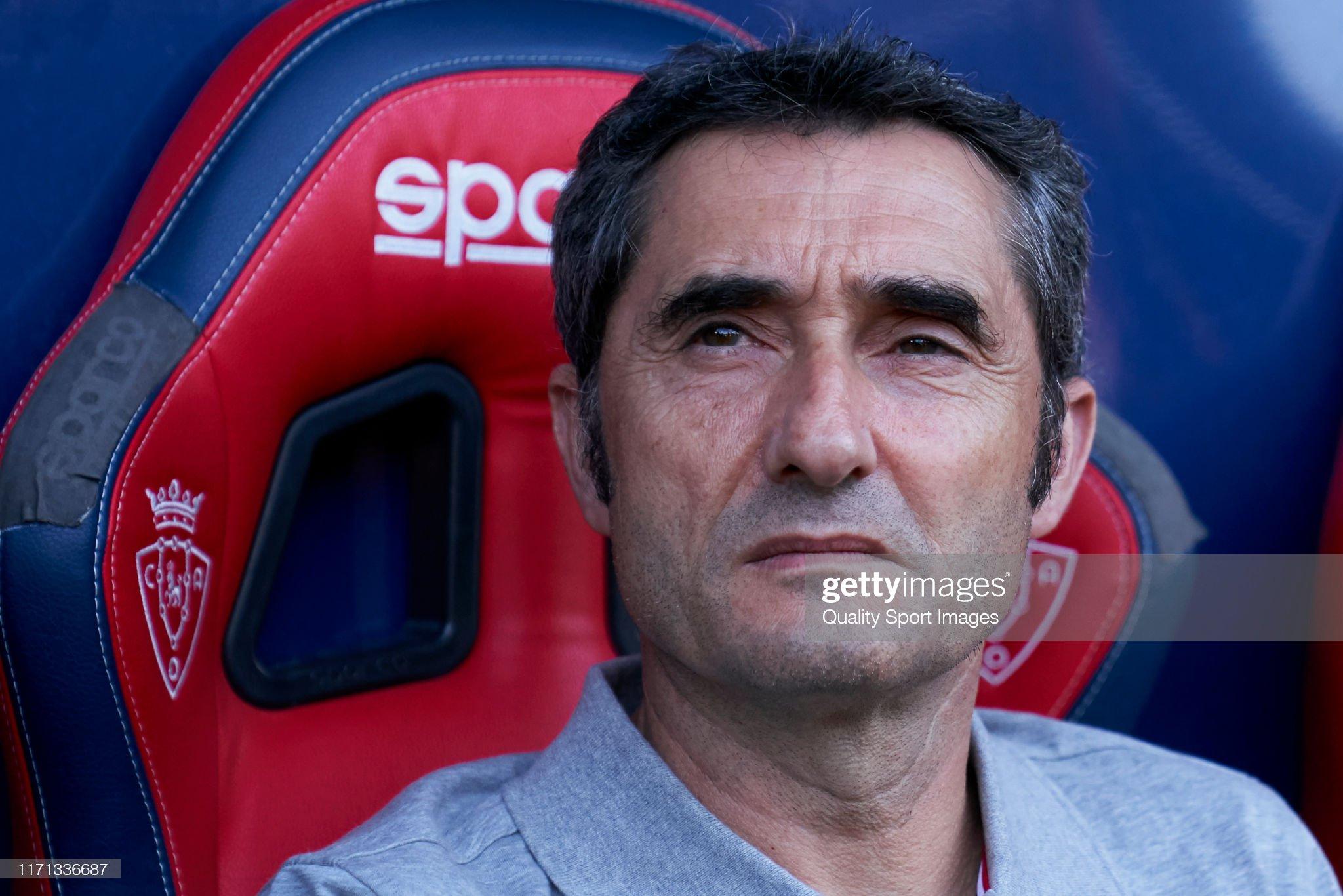 صور مباراة : أوساسونا - برشلونة 2-2 ( 31-08-2019 )  Ernesto-valverde-manager-of-barcelona-looks-on-prior-to-the-liga-ca-picture-id1171336687?s=2048x2048