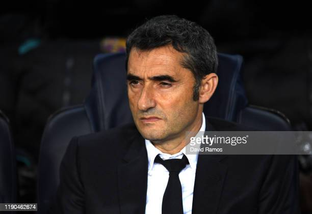Ernesto Valverde manager of Barcelona looks on prior to the UEFA Champions League group F match between FC Barcelona and Borussia Dortmund at Camp...
