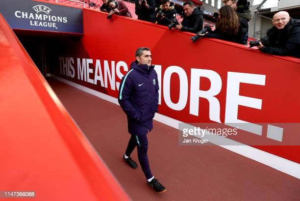Ernesto Valverde, Manager of Barcelona walks out prior to the Barcelona training session on the eve of the UEFA Champions League Semi Final second...