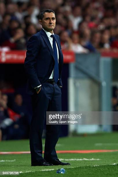 Ernesto Valverde Manager of FC Barcelona looks on during the Spanish Copa del Rey Final match between Barcelona and Sevilla at Wanda Metropolitano on...