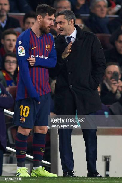 Ernesto Valverde Manager of FC Barcelona talks with Lionel Messi during the Copa del Rey Semi Final first leg match between FC Barcelona and Real...