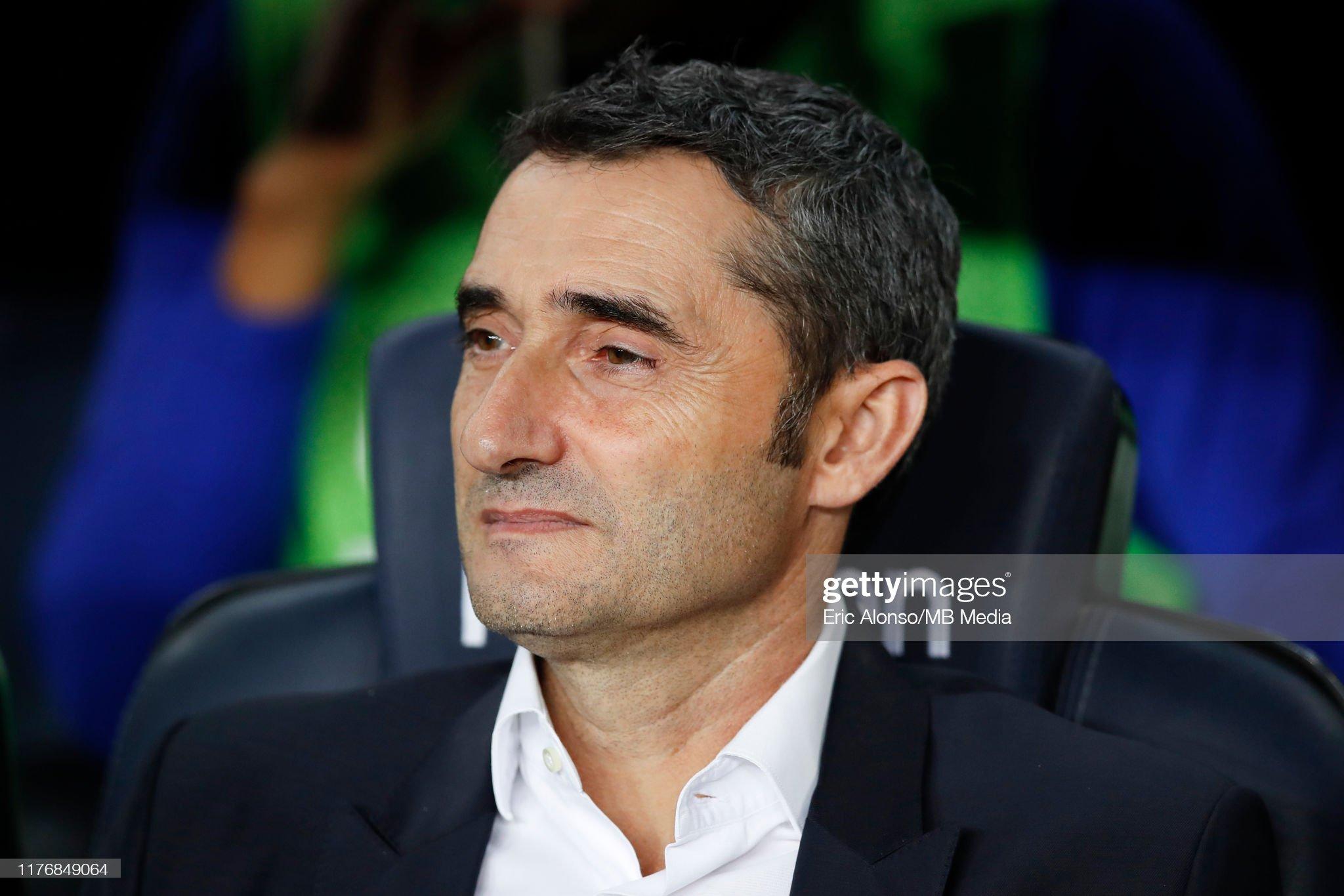 صور مباراة : برشلونة - فياريال 2-1 ( 24-09-2019 )  Ernesto-valverde-of-fc-barcelona-focused-in-the-match-during-the-liga-picture-id1176849064?s=2048x2048