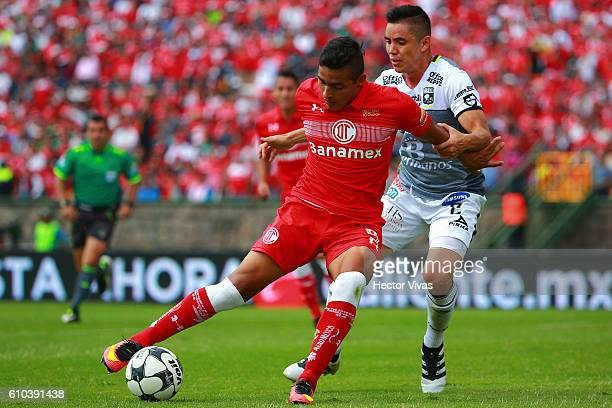 Ernesto Vega of Toluca struggles for the ball with Efrain Velarde of Leon during the 11th round match between Toluca and Leon as part of the Torneo...