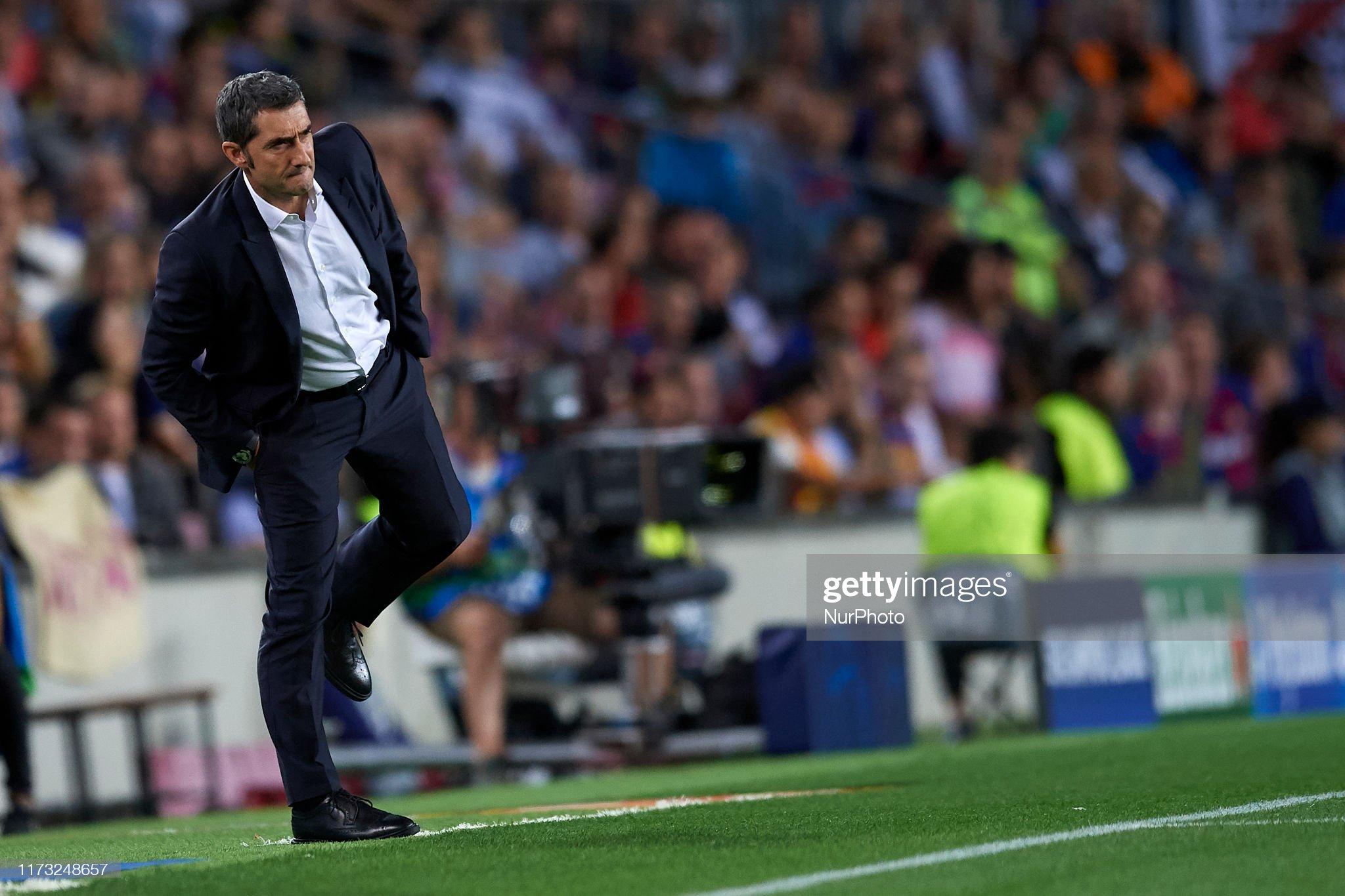 صور مباراة : برشلونة - إنتر 2-1 ( 02-10-2019 )  Ernestro-valverde-head-coach-of-barcelona-looks-on-during-the-uefa-picture-id1173248657?s=2048x2048