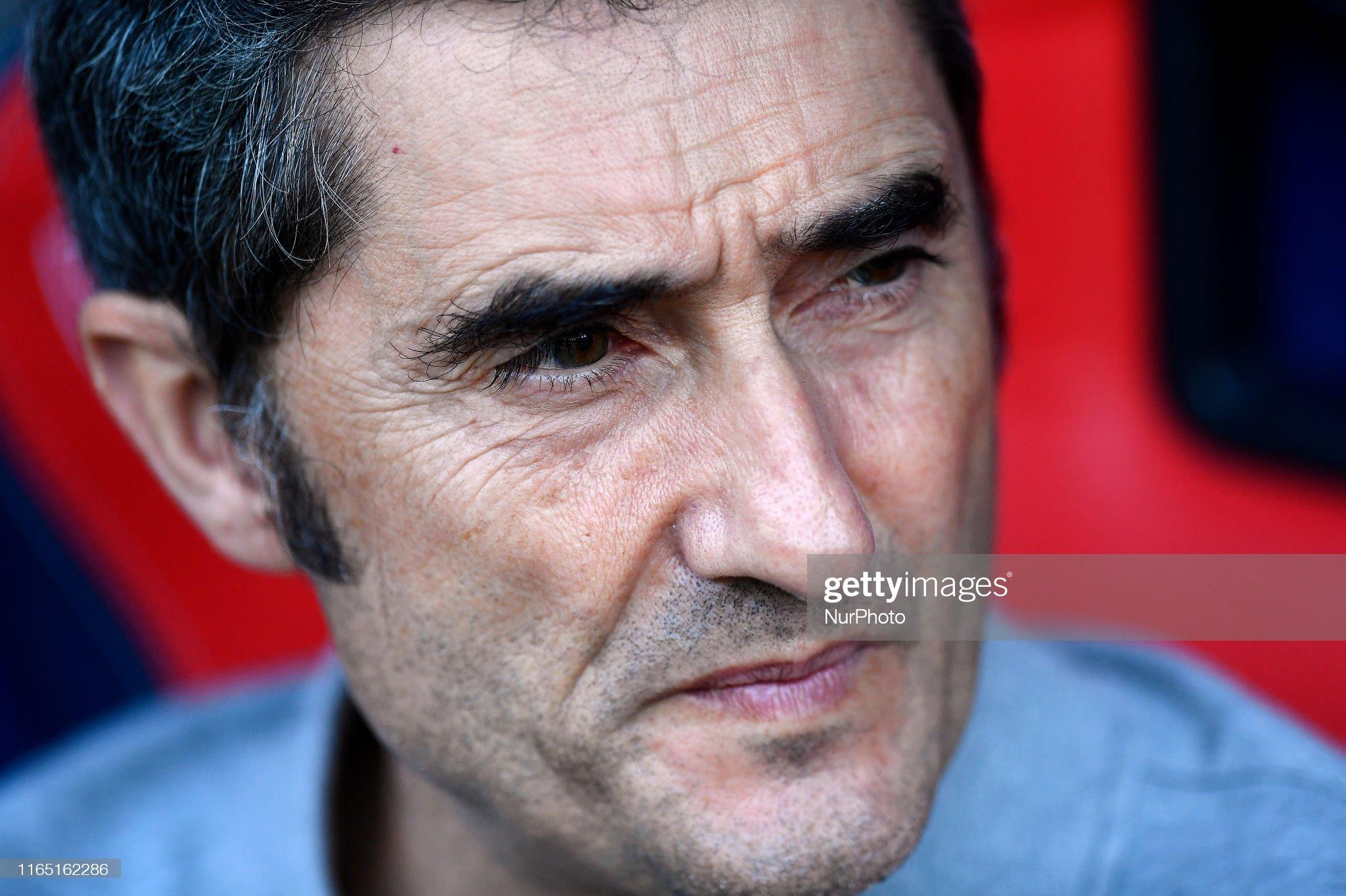 صور مباراة : أوساسونا - برشلونة 2-2 ( 31-08-2019 )  Ernestro-valverde-head-coach-of-barcelona-sitting-on-the-bench-during-picture-id1165162286?s=2048x2048