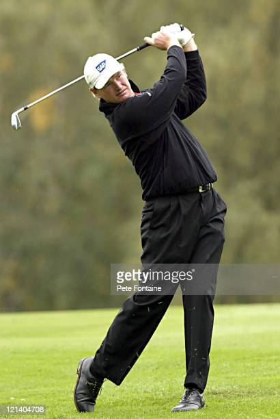 Ernie Els competes during the semifinals of the HSBC World Matchplay Championship at Wentworth Golf Club's West Course October 16 2004