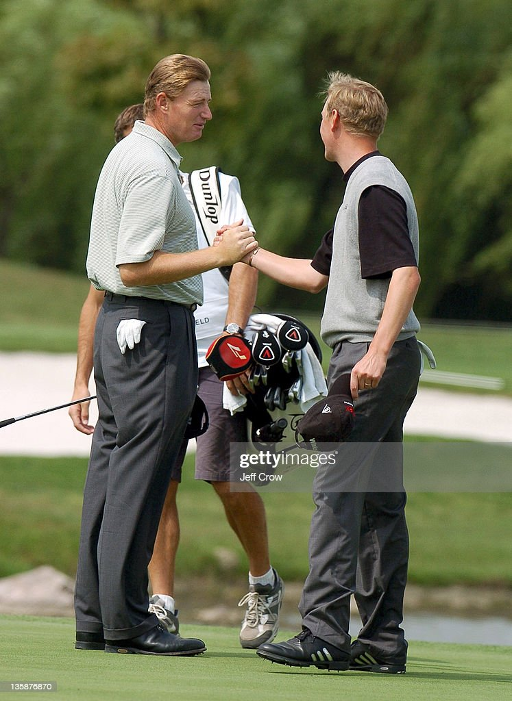 Ernie Els from South Africa playing partner, Simon Wakefield from England. Els beat Wakefield by 13 strokes at 26 under par BMW Asian Open, Tomson Golf Club Shanghai China May 2, 2005.